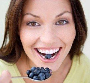 foods-that-stain-teeth-01_335x311